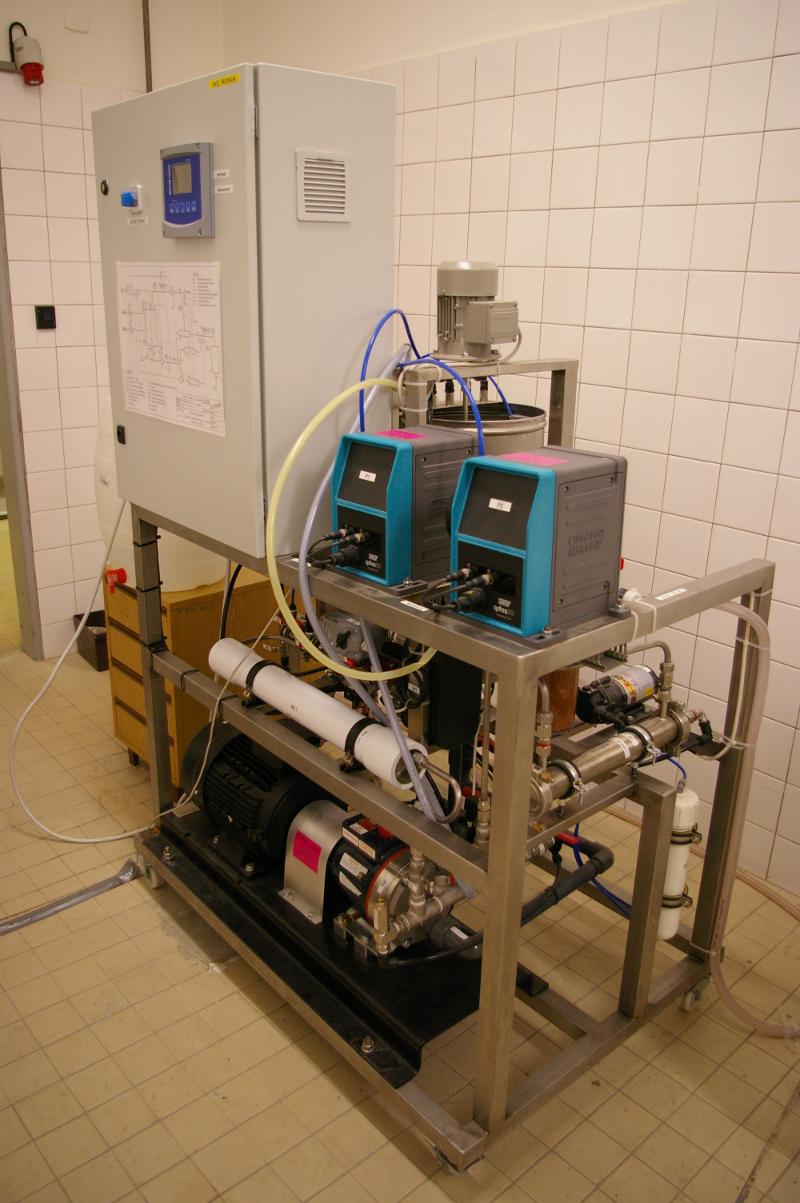 Vsádzková membránová stanica